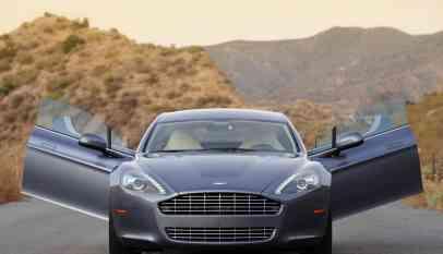 رئيس الاتحاد السعودي للسيارات يفتتح مركز استون مارتن