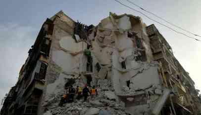 انهيار مبنى في حلب السورية