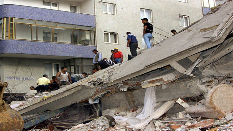 انهيار عقار في إسطنبول