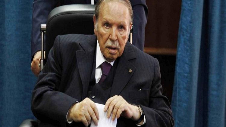 الرئيس الجزائري يبلغ المجلس الدستوري بقرار الاستقالة