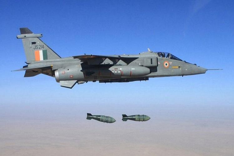القوات الجوية الهندية تعلن سقوط طائرة لها بالقرب من باكستان