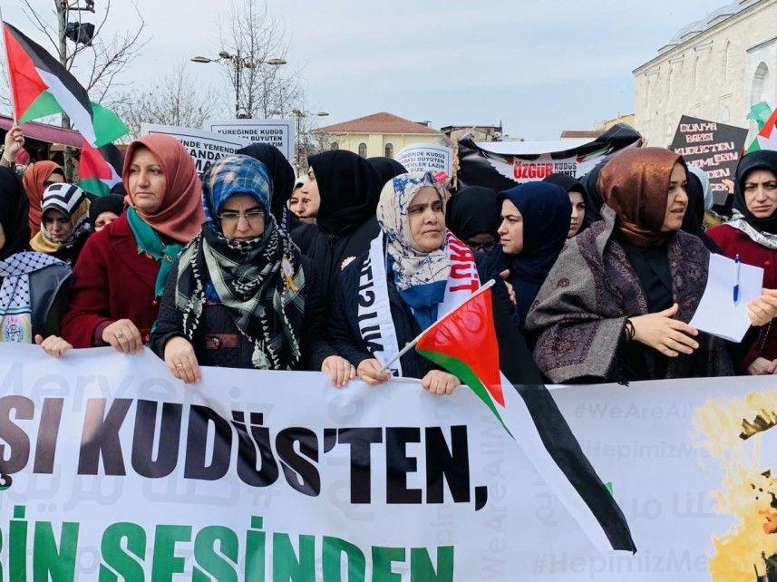 """""""كلنا مريم"""" مسيرة نسائية بإسطنبول تضامنا مع نساء فلسطين"""