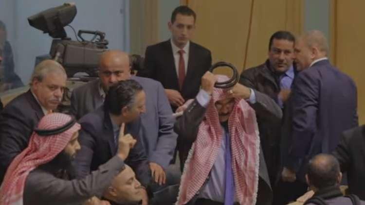 فضيحة جديدة .. مشاجرة في برلمان عربي