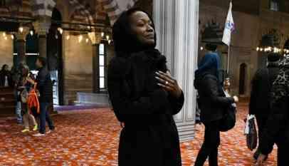 مغنية أمريكية شهيرة  تعلن اعتناقها الاسلام 7
