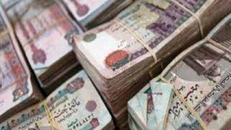 منع تداول العملات المكتوب عليها يثير السخرية في مصر