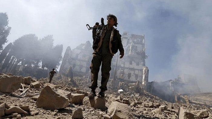 الحوثيون يسيطرون على مواقع للجيش اليمني
