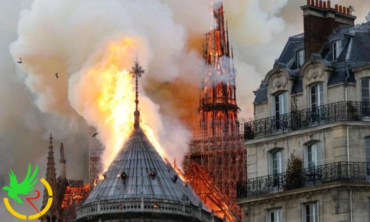 بالفيديو.. لحظة انهيار برج كاتدرائية نوتردام التاريخية