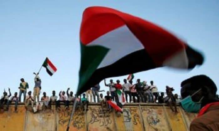 وفد الحكومة السودانية للسلام يتجه إلى جوبا