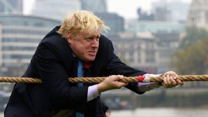 وزير بريطاني يحذر من رفض اتفاق جونسون