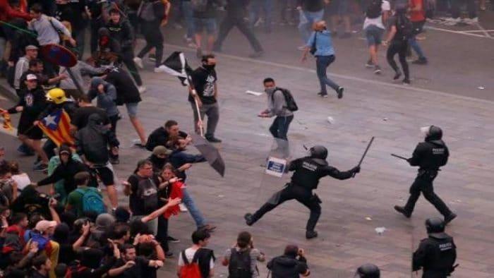 اعتقال 54 شخصا في كاتالونيا