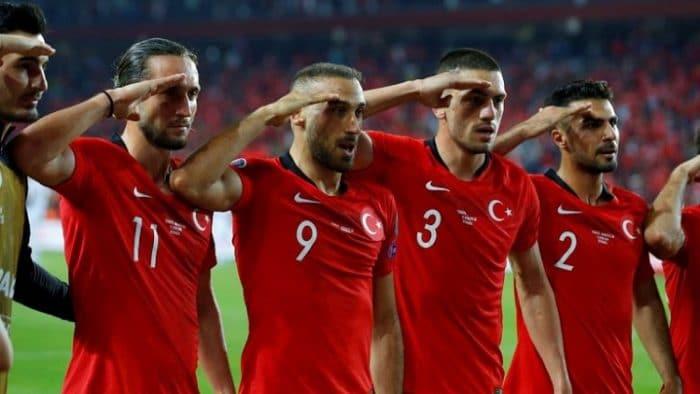 """""""نبع السلام"""".. يويفا يحقق مع المنتخب التركي"""