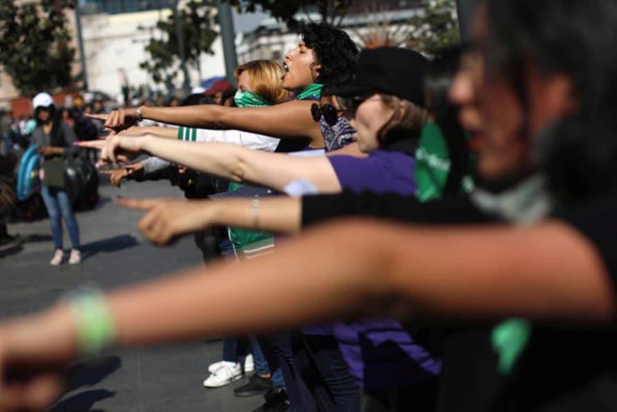 الاف النساء يتظاهرن فى المكسيك للسماح لهن بالاجهاض