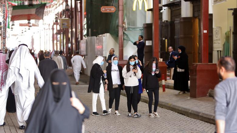 إصابة حالتين جديدتين بكورونا في الكويت