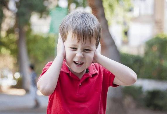 أعراض التوحد عند الأطفال في عمر ثلاث سنوات