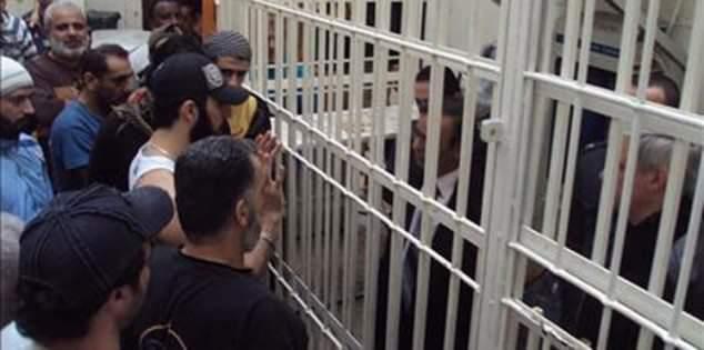 الإفراج عن 70 ألف سجين في إيران بسبب كورونا