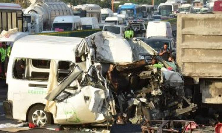 عشرات القتلى في حادث سير علىطريق حمص دمشق بسوريا