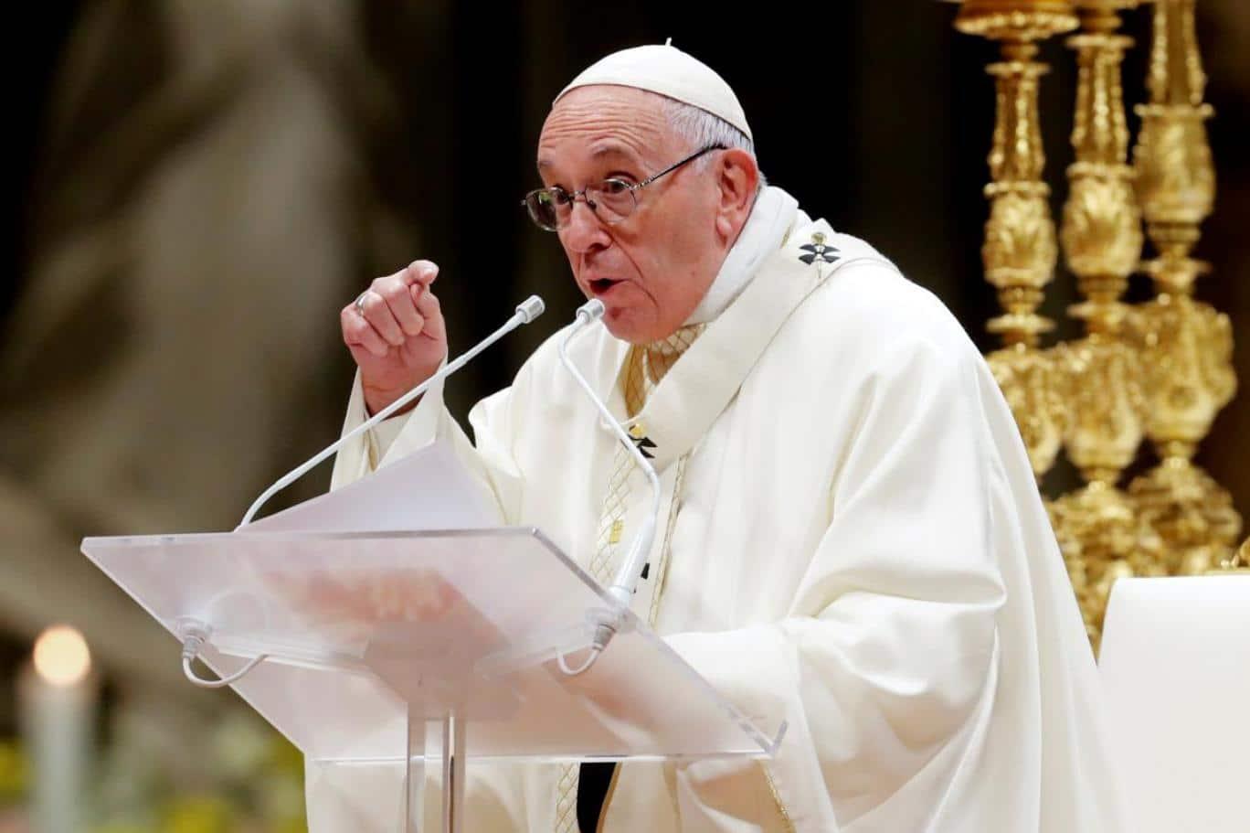 بابا الفاتيكان يدعو قادة العالم إلى نبذ الخلافات السياسية بينهم