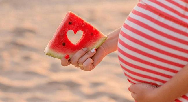 فوائد البطيخ للمرأة الحامل