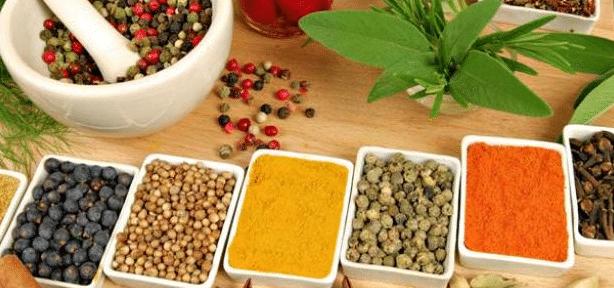 الأطعمة والمشروبات التي تساعد علي حرق الدهون