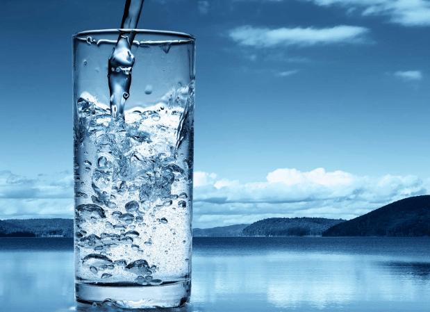 فوائد وأضرار شرب الماء