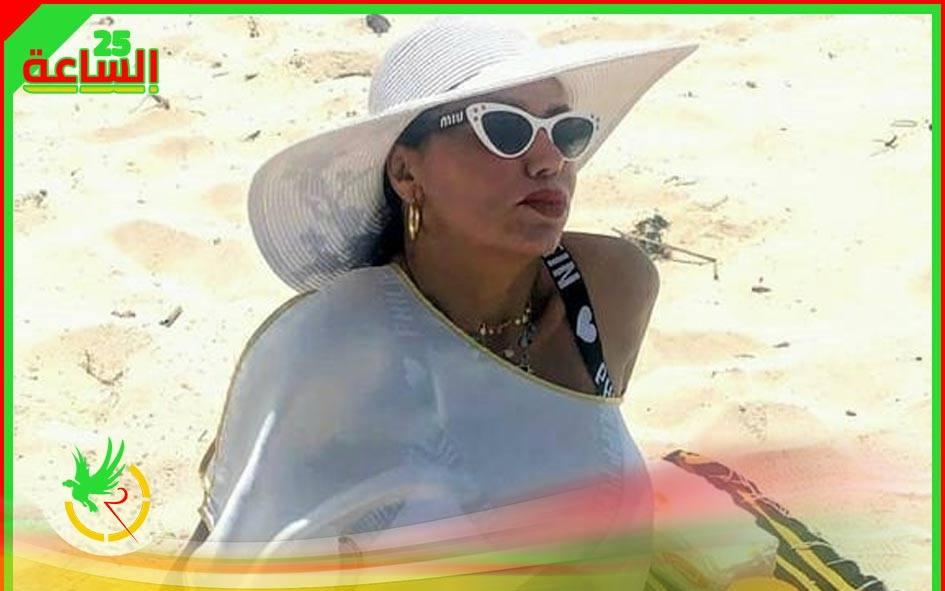 رانيا يوسف تتصدر مؤشرات البحث بالمايوه الابيض على البحر