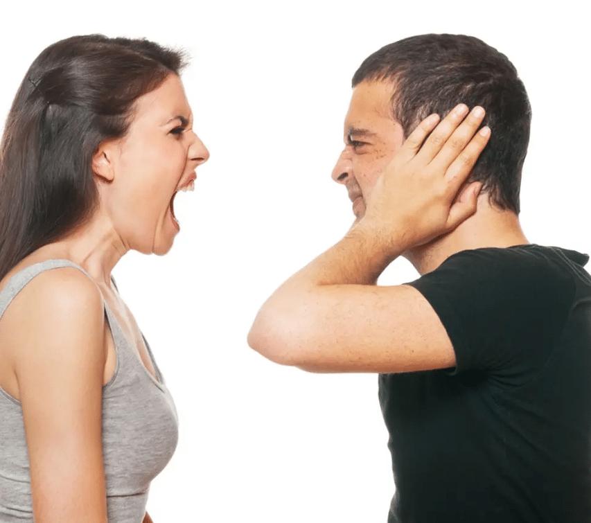 هل تجاهل الفتاة للرجل يزيد من تعلقه بها