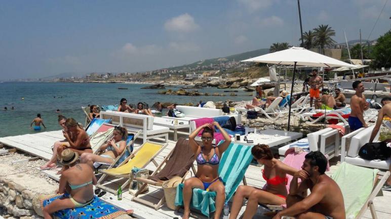 اعتقال ثلاث فتيات في لبنان لأسباب أخلاقية