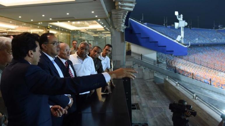 رئيس الوزراء المصري يتفقد الاستعدادات النهائية لكأس الامم الافريقية ليلا