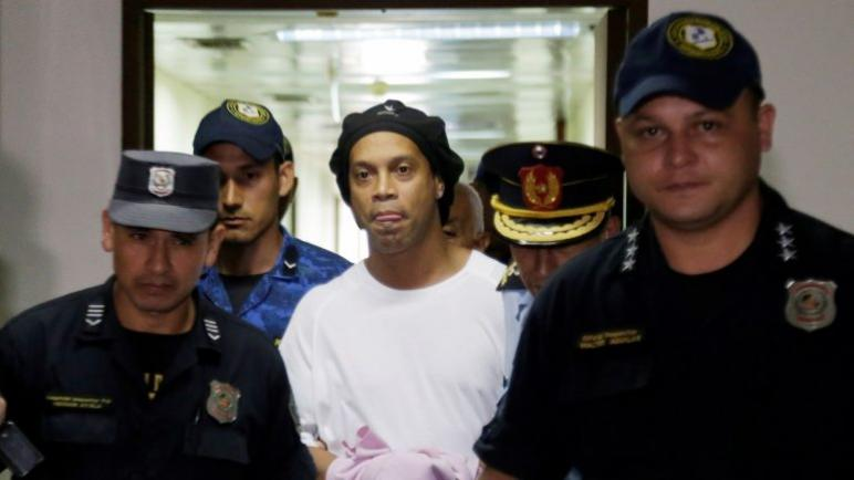 رونالدينيو يتعلم مهنة جديدة في السجن