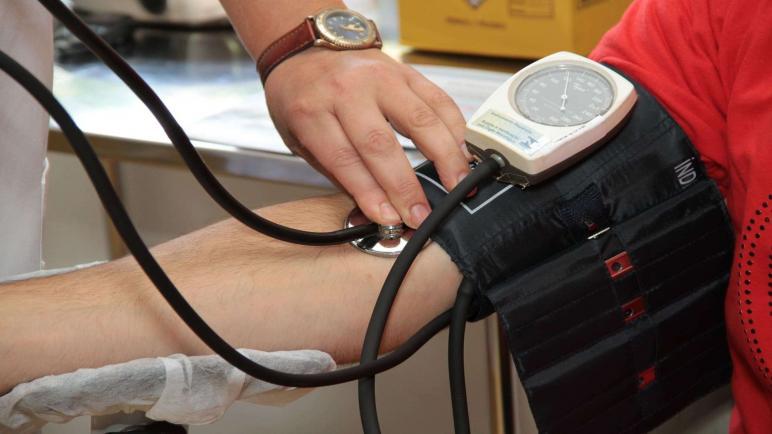ضغط الدم المرتفع عند الشباب
