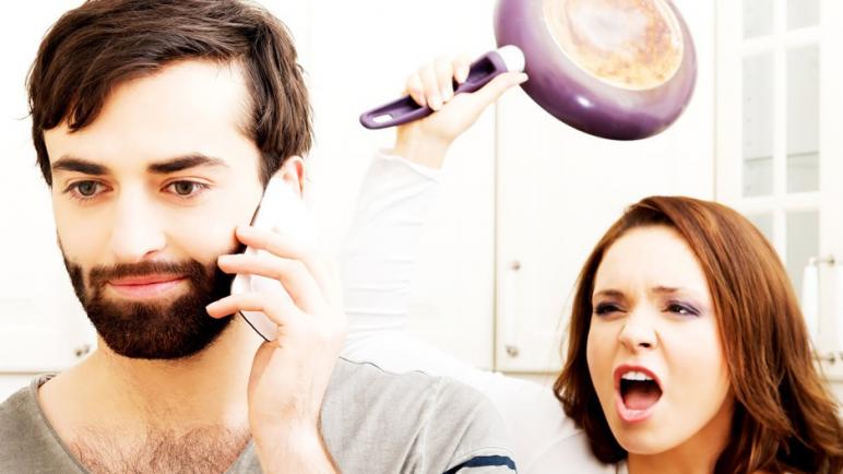 كيف تتعامل الزوجه مع تجاهل زوجها ؟