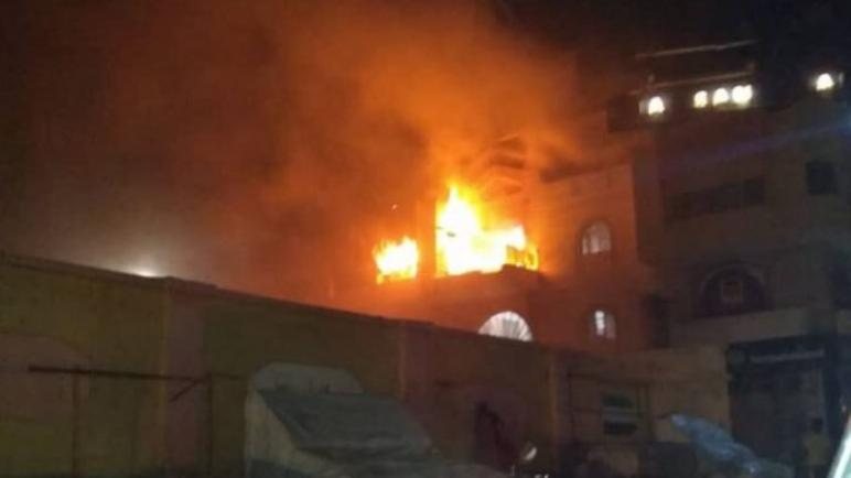 اندلاع حريق فى مركز تجاري بعدن