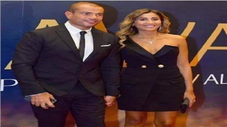 دينا الشربيني بفستان قصير فى حفل تكريم عمرو دياب فى السعودية
