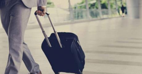 التعامل مع الزوج المسافر